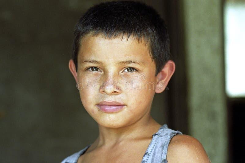 Portret van zwetende Latino jongen met stralend gezicht stock fotografie