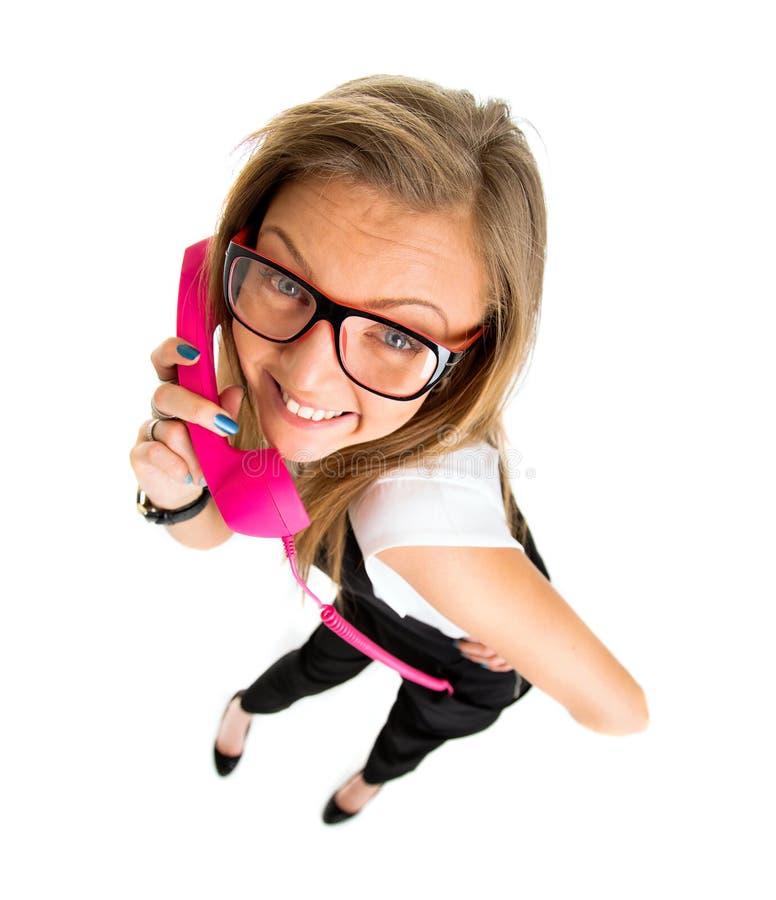 Portret w średnim wieku kobieta opowiada na rocznika telefonie fotografia stock