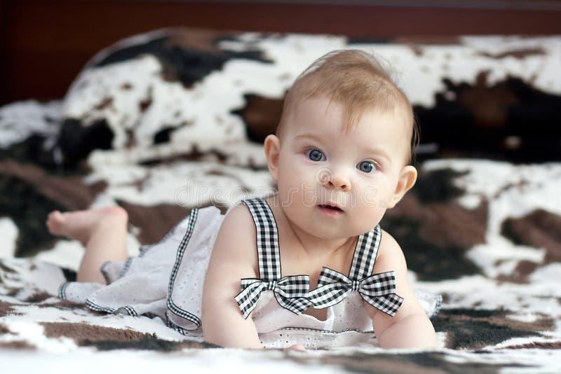 Portret weinig baby royalty-vrije stock afbeeldingen