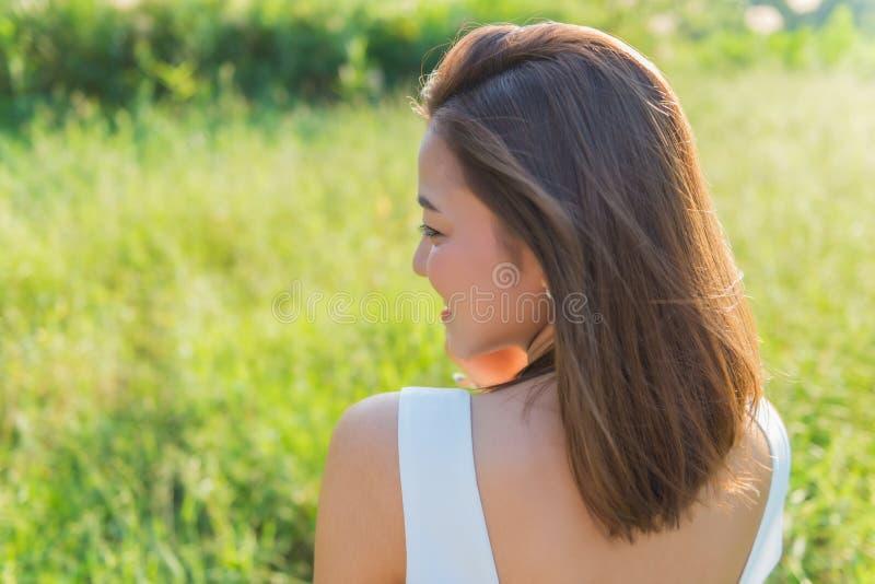 Portret wiosny ładna kobieta młody piękny uśmiechnięty woma obrazy royalty free