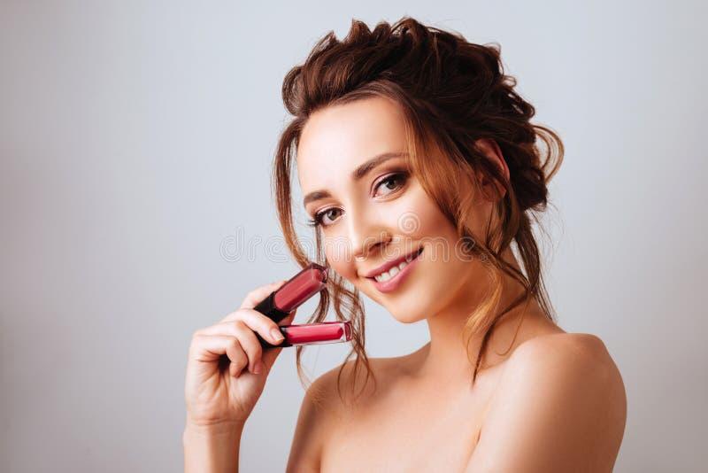 Portret wspaniała młoda brunetki kobieta w eleganckim makeup zdjęcie stock