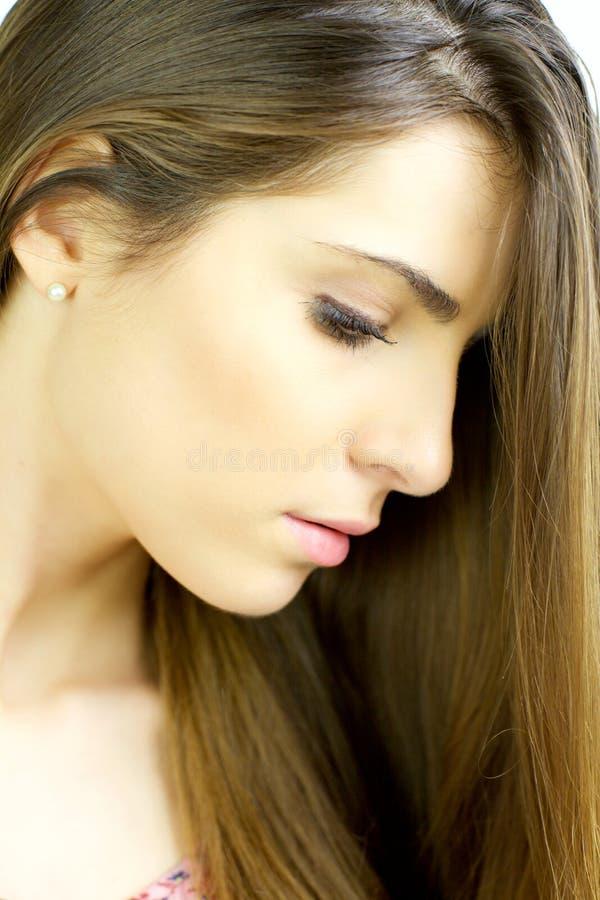 Portret wspaniała młoda kobieta z piękną skórą i włosy zdjęcia royalty free