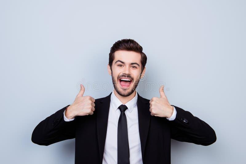 Portret z podnieceniem mężczyzna z rozpieczętowanym usta ubierał w formalnej odzieży obrazy stock
