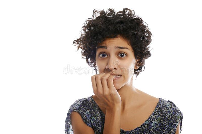 Portret zaakcentowanej kobiety zjadliwy paznokieć fotografia royalty free