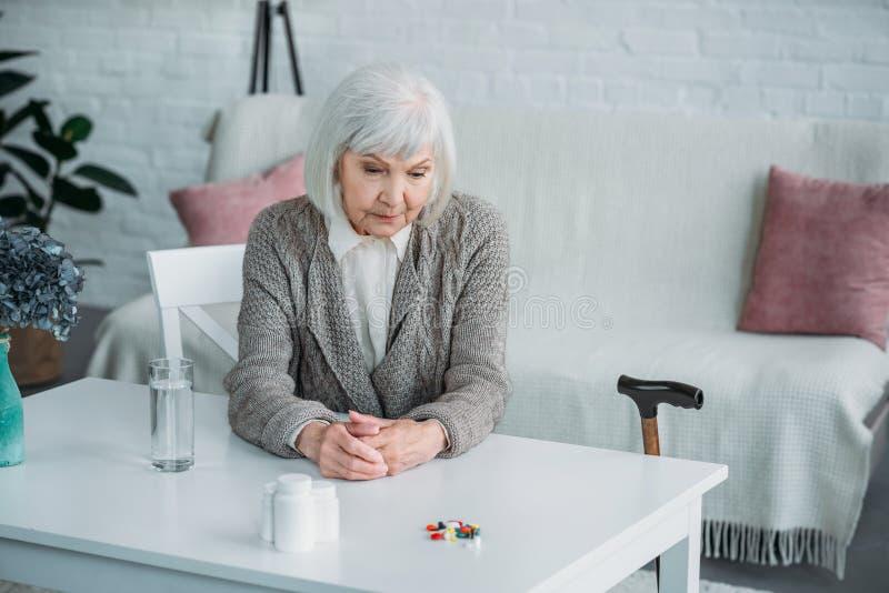 Portret zadumana starsza kobieta obraz stock