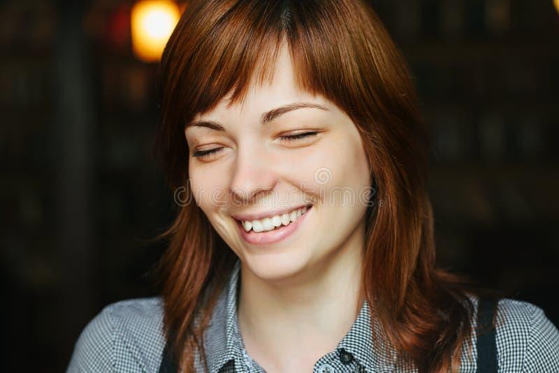 Portret zamknięty młoda piękna kobieta zdjęcie stock
