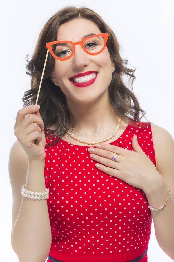 Portret Zmysłowa Śmieszna Kaukaska brunetki kobieta Z Artystycznymi widowiskami fotografia stock