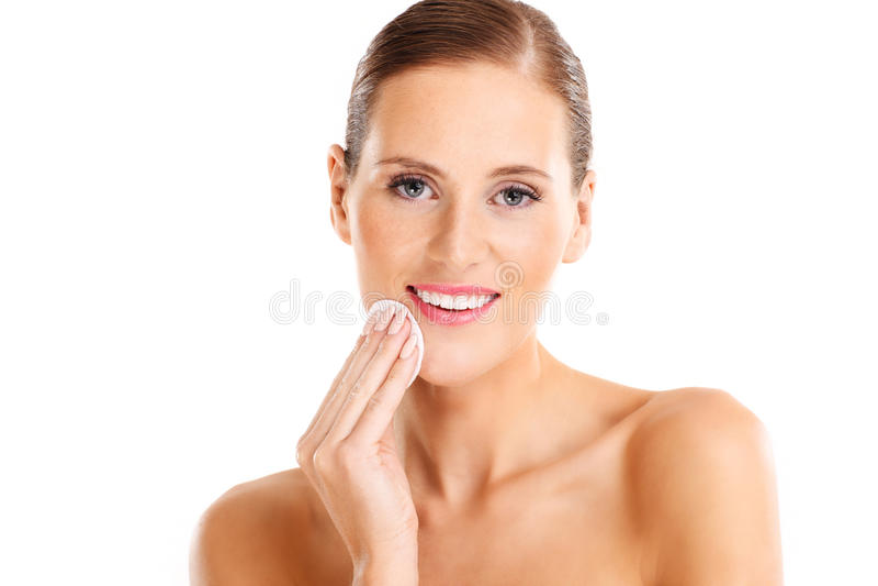 Portret zmysłowa kobieta usuwa makeup obrazy stock