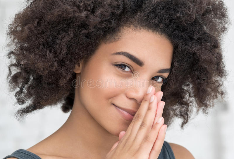 Portret zmysłowa młoda Afrykańska kobieta fotografia royalty free