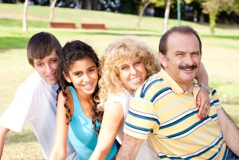 Portret zrelaksowana rodzina zdjęcia stock