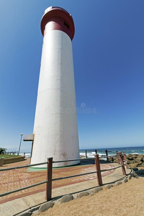 Portreta bielu i rewolucjonistki latarnia morska na Nabrzeżnym krajobrazie zdjęcie stock