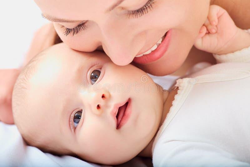 Portreta dziecko i mama zbliżenie obraz royalty free