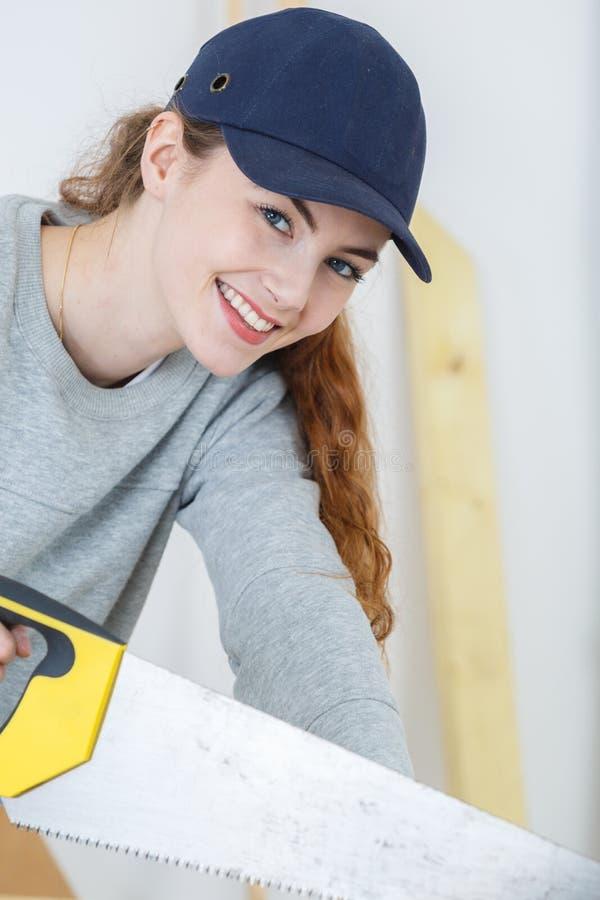 Portreta piękny młody żeński cieśla obraz stock