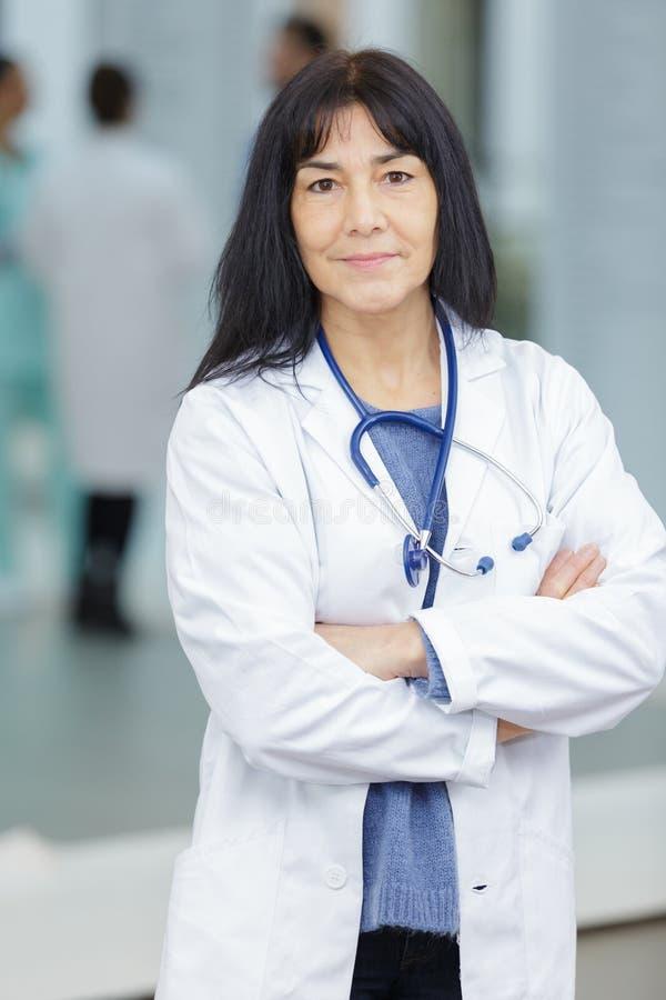 Portreta seniora żeńska lekarka obrazy royalty free