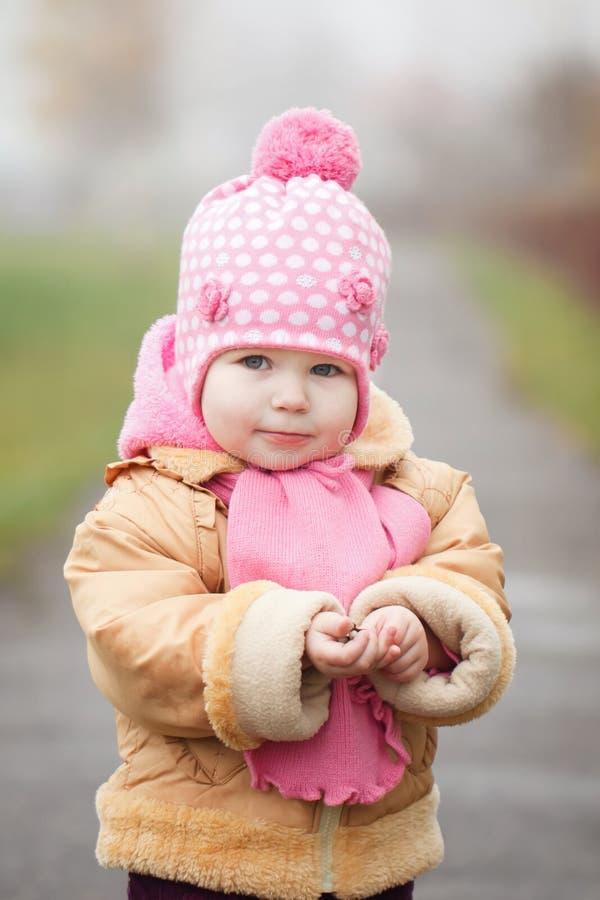 Download Portreta Trochę 2 Lat Girlin Śliczna Jesień Obraz Stock - Obraz złożonej z ludzie, leisure: 42525253