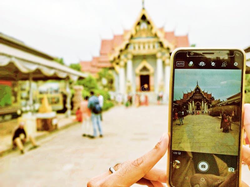 Portreta tryb Buddha świątynia w mobilnej fotografii obrazy stock