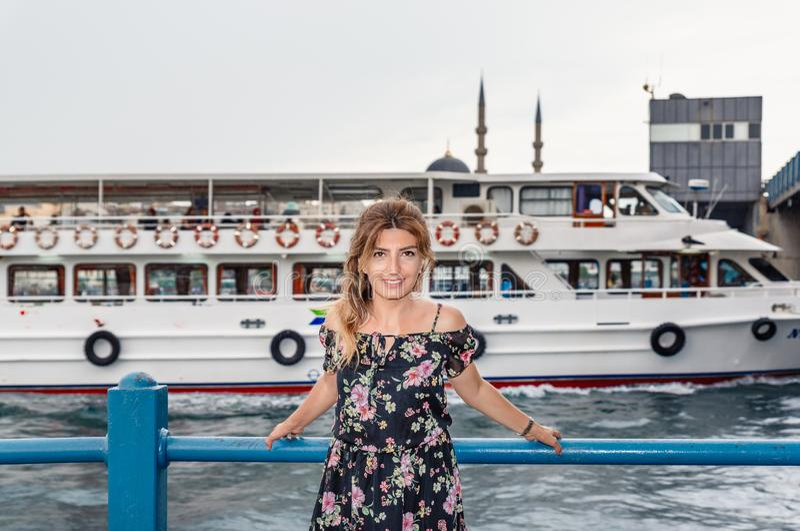 Portreta widok piękny kobieta podróżnik zdjęcie stock