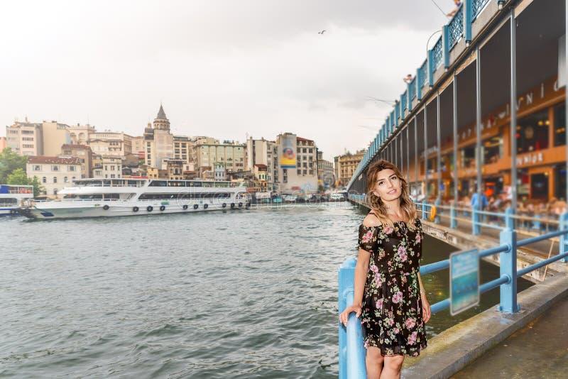 Portreta widok piękny kobieta podróżnik obraz stock