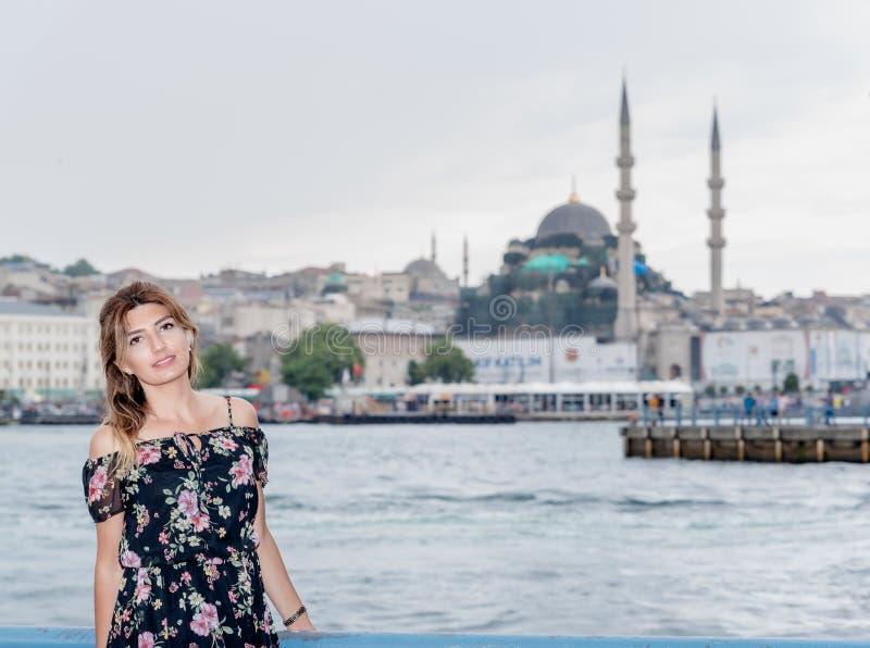 Portreta widok piękny kobieta podróżnik zdjęcia stock