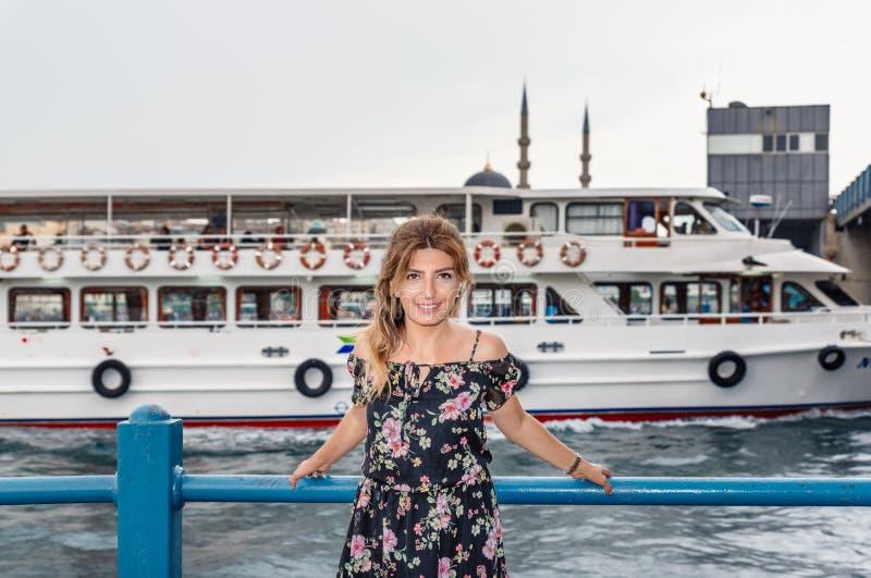 Portreta widok piękny kobieta podróżnik obraz royalty free