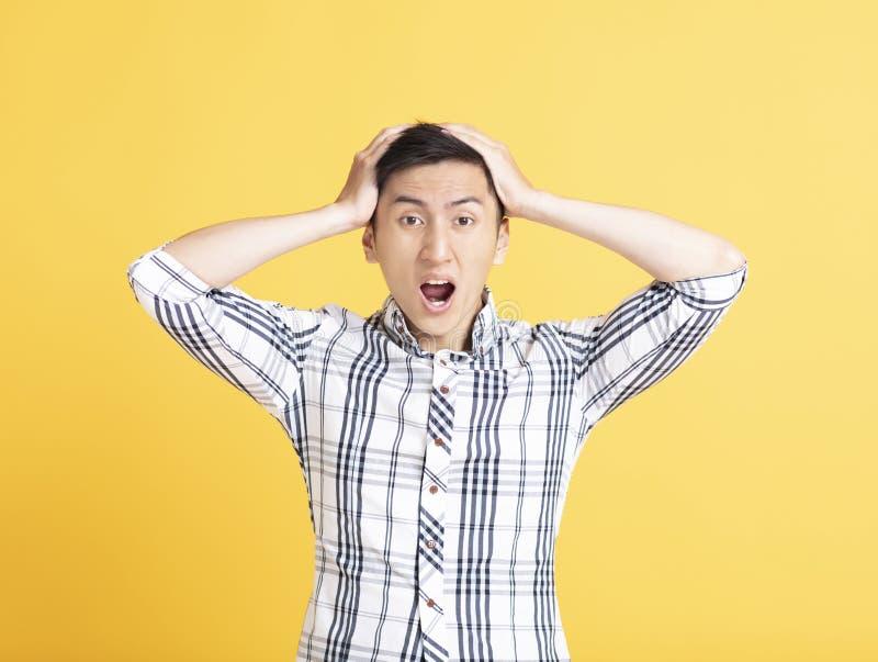 Portreta Zadziwiam z podnieceniem śmieszny mężczyzna fotografia stock