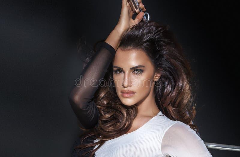 Portretod sexy donkerbruine vrouw royalty-vrije stock foto