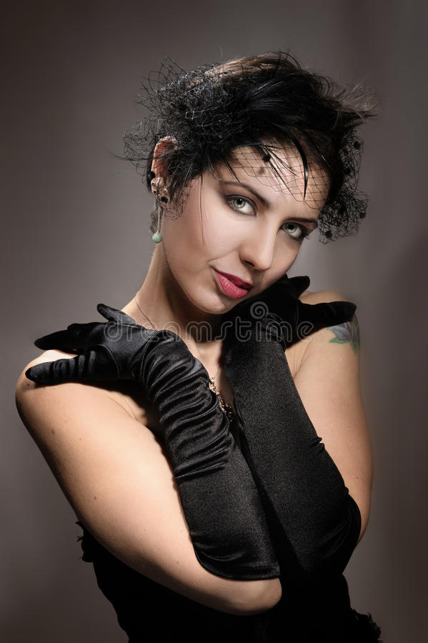 Portretvrouw in zwarte royalty-vrije stock afbeelding