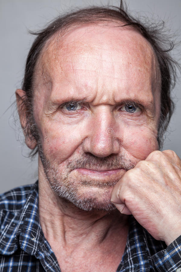 Portriat de um homem idoso fotos de stock royalty free