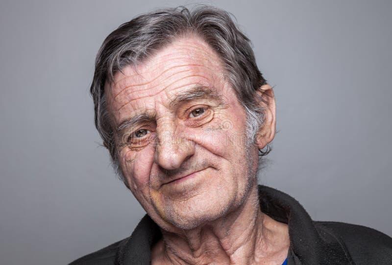 Portriat de um homem idoso imagens de stock
