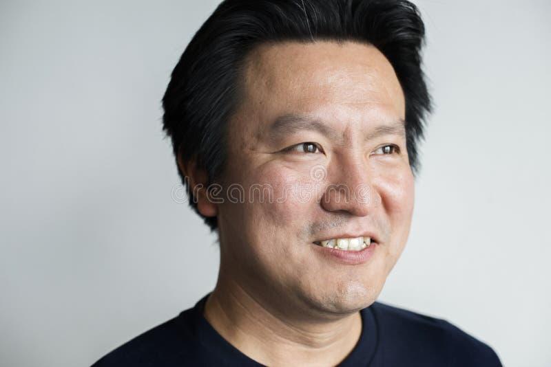 Portriat dell'uomo asiatico sorridente fotografia stock libera da diritti
