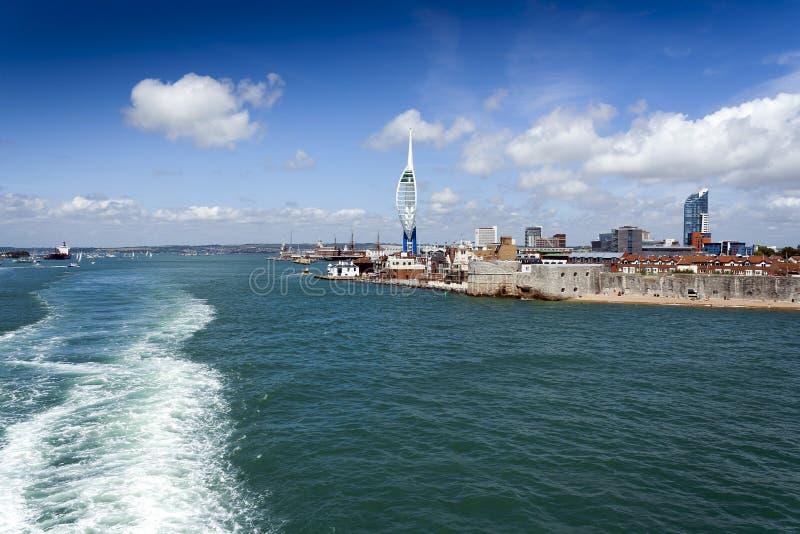 Portsmouth linia brzegowa Z kilwaterem Od promu obrazy royalty free