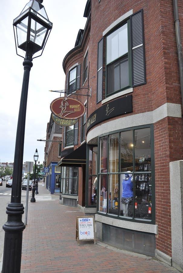 Portsmouth o 30 de junho: Opinião histórica da rua da baixa de Portsmouth em New Hampshire dos EUA imagens de stock royalty free