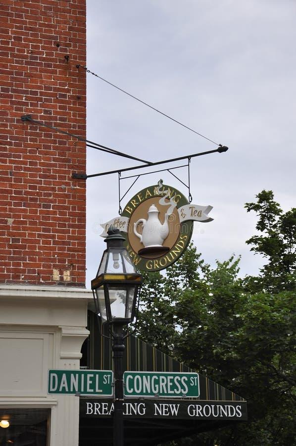 Portsmouth, 30th Czerwiec: Stary Signboard od śródmieścia Portsmouth w New Hampshire usa zdjęcie royalty free
