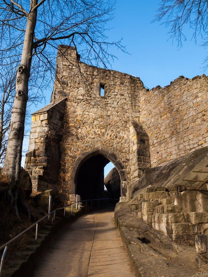 Porttorn av den Oybin slotten royaltyfria foton