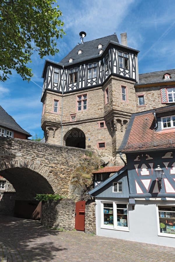 Porttornet av renässansslotten i idstein, hesse, Tyskland arkivbilder