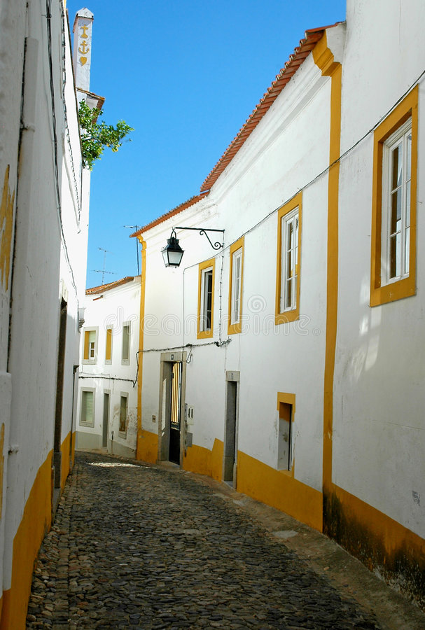 Portugal, Alentejo, Evora; typical street