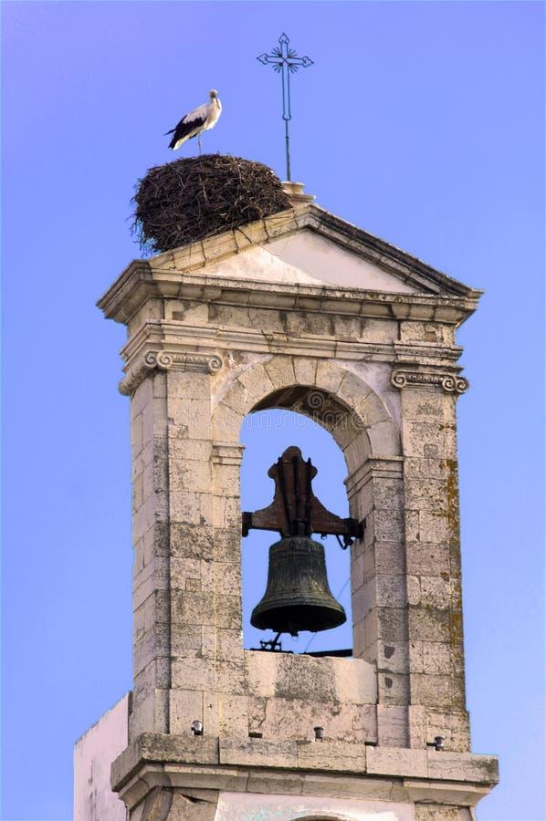 Portugal, Algarve, Faro: Ooievaar op de klokketoren stock foto