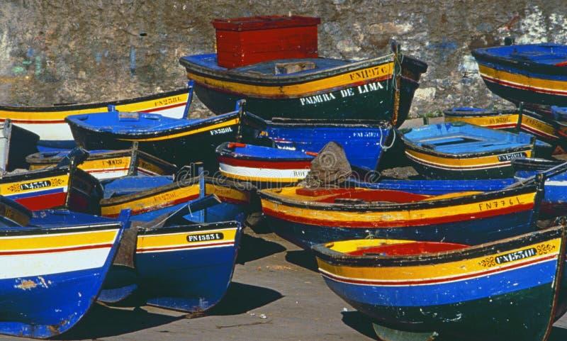 Portugal: Barcos de Fisher en la playa del puerto de Oporto fotos de archivo