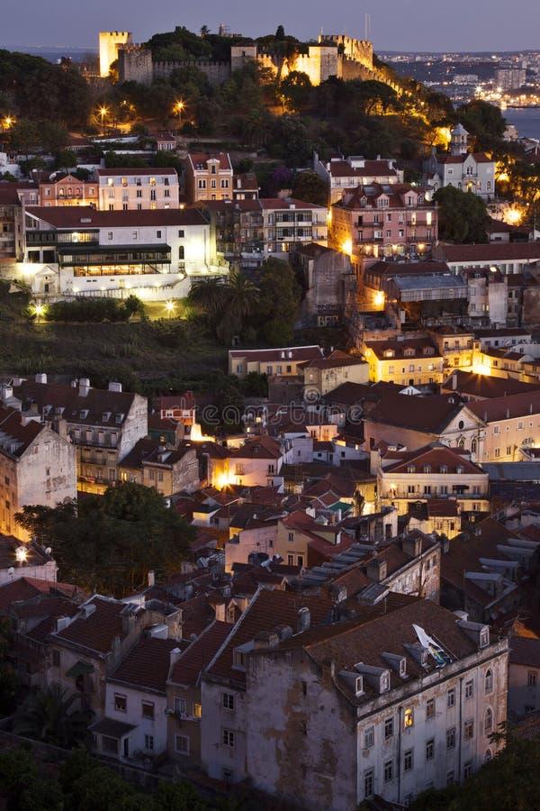 Portugal: Byggnader i centrala Lissabon i afton royaltyfria foton