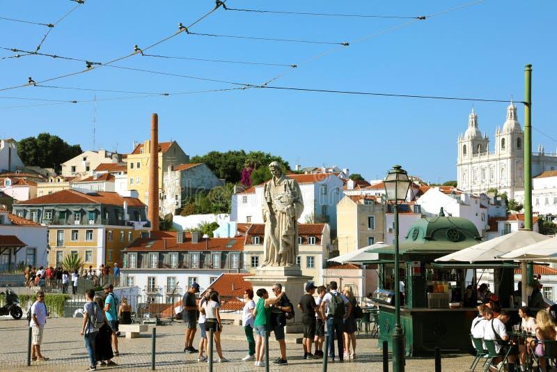 PORTUGAL, LISBOA - 25 DE JUNIO DE 2018: Estatua de Vicente del sao en Miradour imagen de archivo