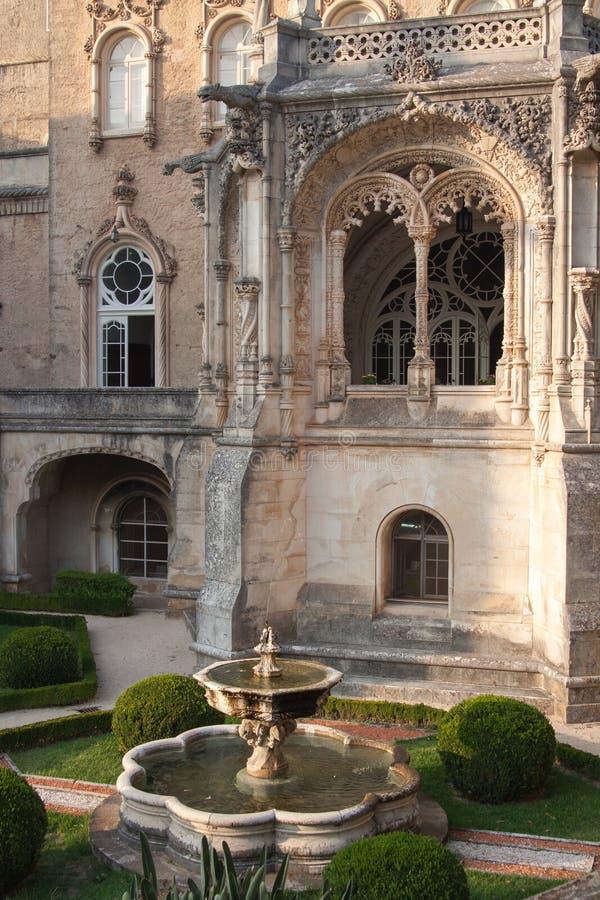 Portugal, Serra tun Bussaco fontain im Garten lizenzfreie stockfotos