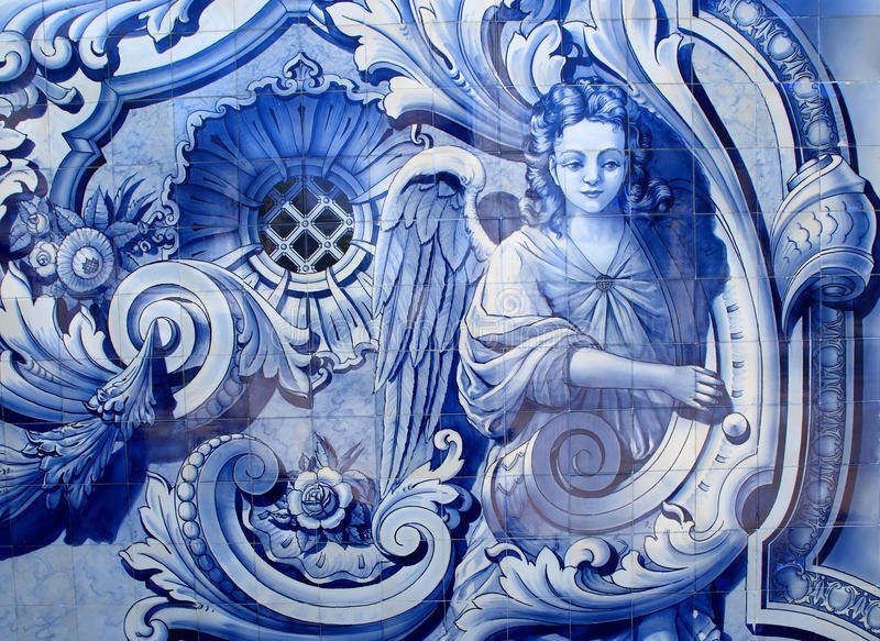 portugal Typiska tegelplattor för ` för blått- och vit`-azulejo som visar en ängel royaltyfria foton