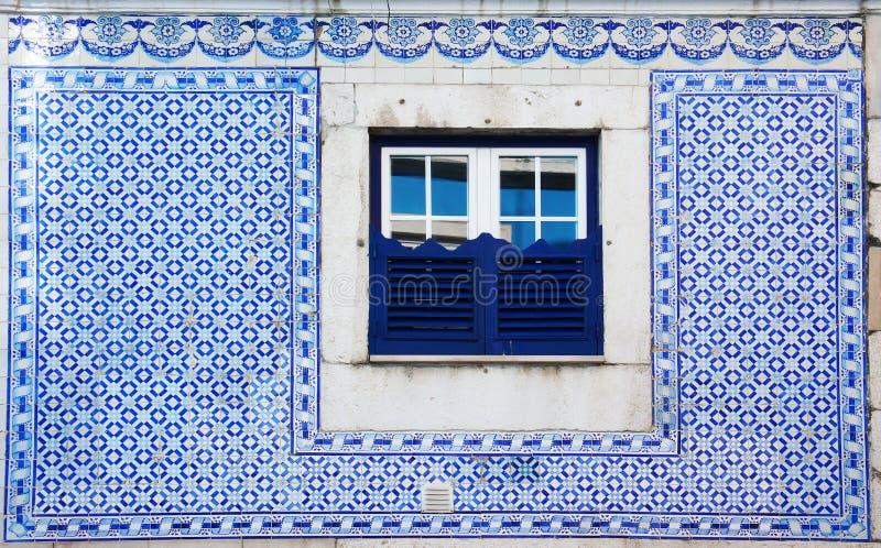 Portugalia Azulejo stylu wystrój uliczny okno zdjęcie stock