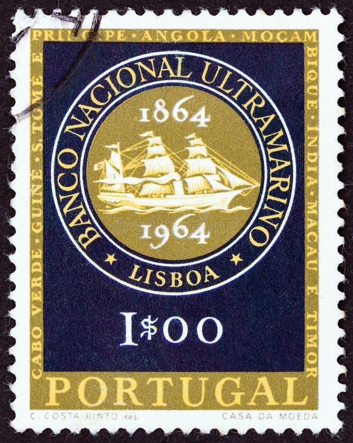 PORTUGALIA - CIRCA 1964: Pieczęć wydrukowana w Portugalii ukazuje godÅ'o National Overseas Bank, okoÅ'o 1964 r. zdjęcia stock