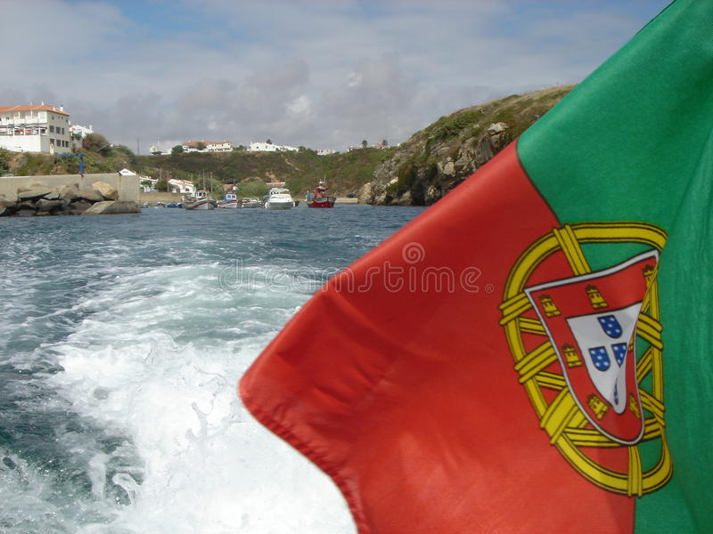 Portugalia flaga na morzu fotografia royalty free