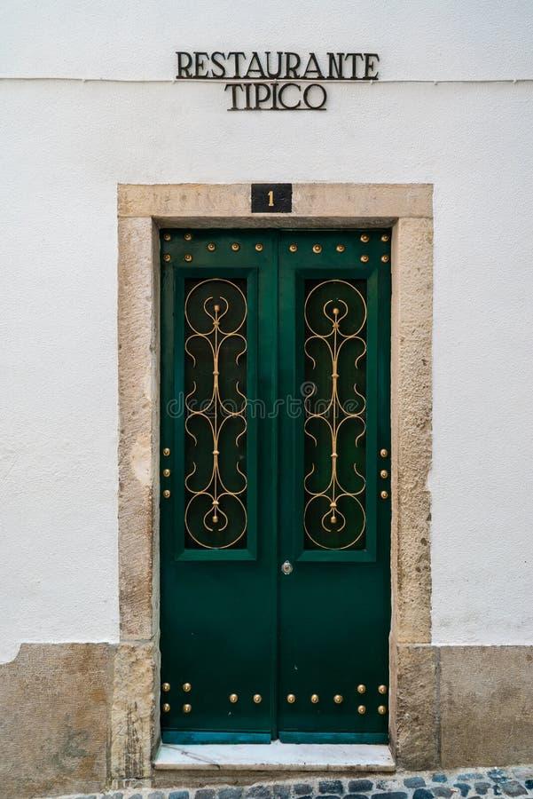 Portugalia klasyk Tafluje Historycznych drzwi obraz stock