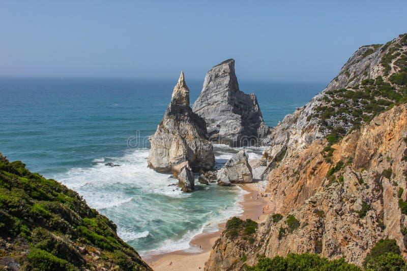 Portugalia plaża i skały zdjęcie royalty free