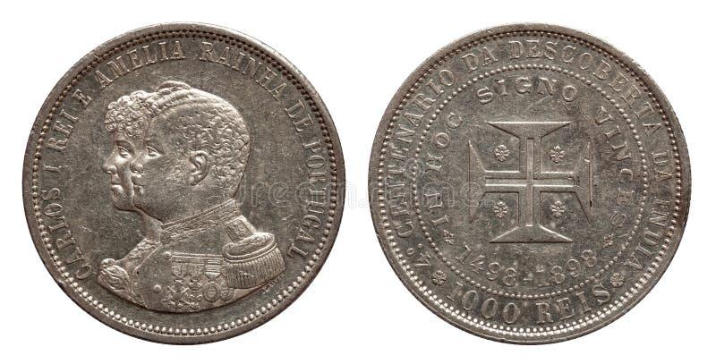 Portugalia srebnej monety thousend 1000 reis wybijali monety 1898 Carlos i Amelia odizolowywaj?cych na bia?ym tle fotografia stock