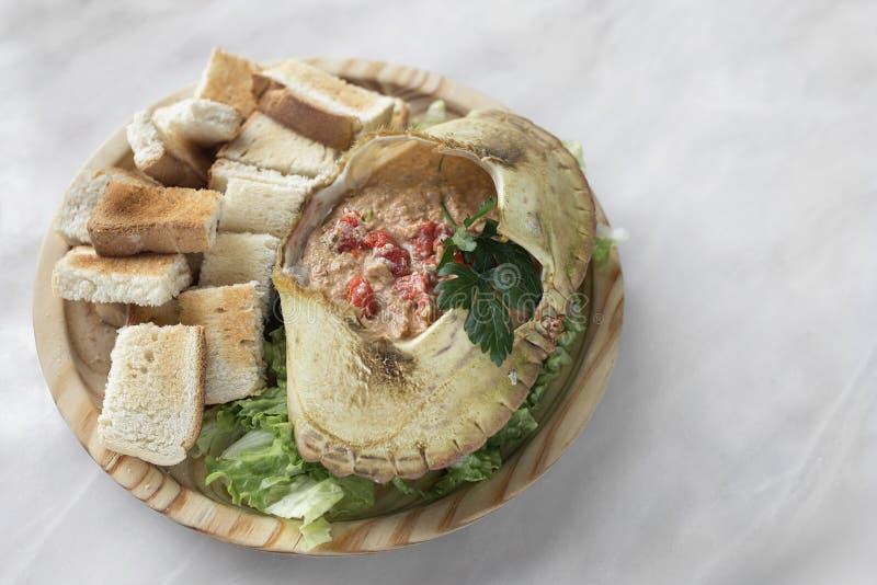 Portugalskie mięso krabów majonez w potrzaskach z owoców morza w lisbońskiej restauracji obrazy royalty free
