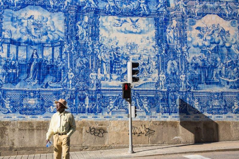 Portugese azulejotegel op Capela das Almas stock afbeeldingen